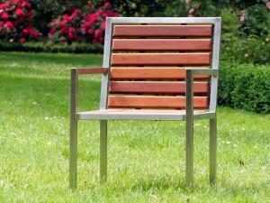 Sessel mit Bangkirai-Sitzfläche und Rückenlehne - de greiff design